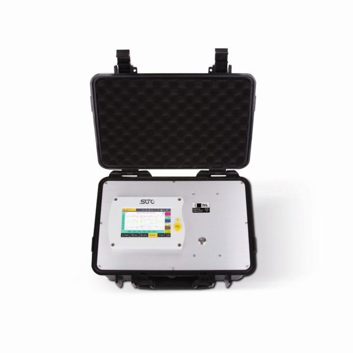 s551 adatgyűjtő bőrönd nyitva